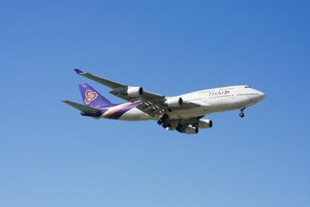 747 400: CHIANGMAI TAILANDIA 2 gennaio 2010 HS-TGJ Boeing 747-400 di Thaiairway atterraggio all'aeroporto di Chiang Mai da Bangkok Suvarnabhumi Thailandia