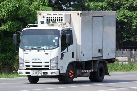 チェンマイ、タイ-2014 年 10 月 10 日: 氷輸送用冷コンテナー トラック。道路 no.121 チェンマイ、タイのダウンタウンから約 8 km での写真。