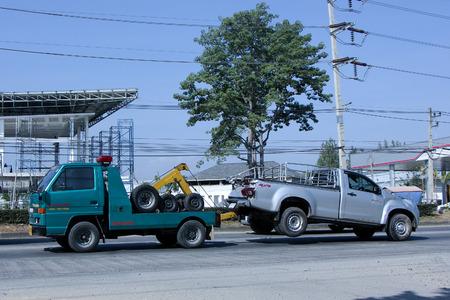 SayThong チェンマイ, タイ - 2014 年 12 月 20 日: 緊急車移動のレッカー道路の写真は 1001年のチェンマイのダウンタウンから約 8 キロメートル、タイ。 報道画像