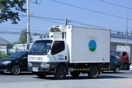 frio: CHIANG MAI, Tailandia - el 25 de diciembre 2014: Cold cami�n contenedor de Proyecto real. Foto en la carretera No.1001 unos 8 km del centro de la ciudad, Tailandia.