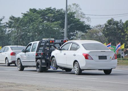 チェンマイ、タイ-2015 年 1 月 15 日: 24plus7 緊急車のレッカー移動します。道路の写真は 1001年のチェンマイのダウンタウンから約 8 キロメートル、タ