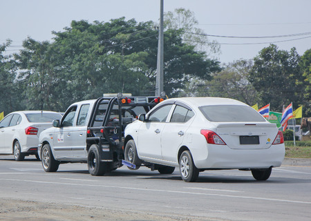 CHIANGMAI, THAILAND -JANUARY 15 2015:  24plus7 Tow truck for emergency car move. Photo at road no 1001 about 8 km from downtown Chiangmai, thailand. Banco de Imagens - 38601515