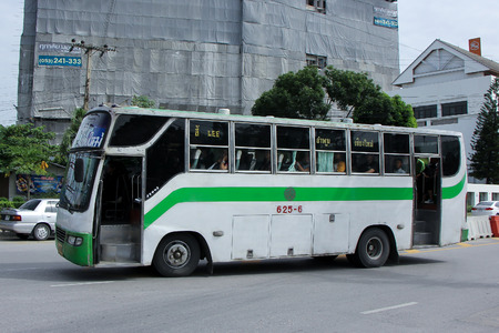 cooperativismo: Chiang Mai, Tailandia 26-Septiembre 2015: Cooperativa Limitada de pasajeros Lamphun compa��a de autobuses de rutas de autobuses de Chiang Mai Lamphun Li. Foto de la estaci�n de autobuses de Chiang Mai, Tailandia. Editorial
