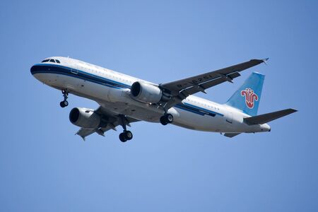 southern: CHIANGMAI, THAILAND -NOVEMBER 18  2015:  B-6251 Airbus A320-200 of China Southern Airline Landing to Chiangmai Airport from Nanning. Editorial