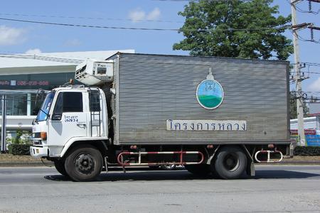 チェンマイ、タイ-2015 年 11 月 1 日: ロイヤル プロジェクトの冷たいコンテナ トラック。道路形 1001 号車タイ市内中心部から約 8 km での写真。 報道画像