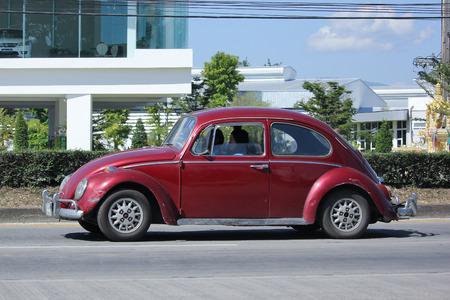 escarabajo: Chiang Mai, Tailandia 24 -Noviembre 2015: Coche de la vendimia privada, Volkswagen escarabajo. Foto en la carretera No.1001 a unos 8 km del centro de Chiang Mai, Tailandia.