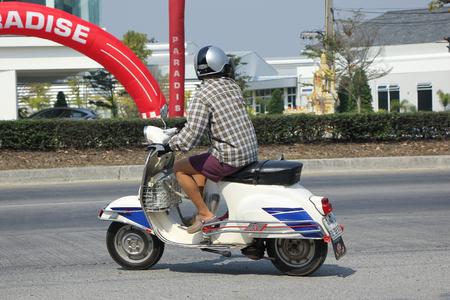 vespa piaggio: Chiangmai, Thailandia-febbraio 16 2016: Privato motorino del motociclo, Vecchio Vespa. Sulla No.1001 strada, a 8 km dalla citt� di Chiangmai.