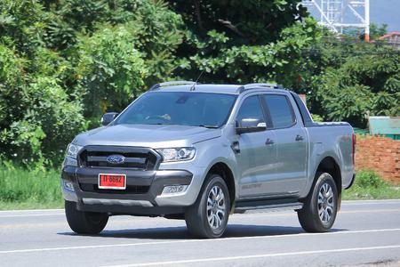 CHIANGMAI, THAILAND - 27. Juli 2016: Privates Kleinwagen, Ford Ranger. Auf der Straße No.1001, 8 km vom Chiangmai Business Area.