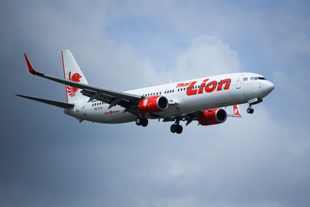 lion wings: CHIANGMAI, THAILAND - SEPTEMBER  4  2016:  HS-LTU Boeing 737-900ER of Thai lion air airline , landing to Chiangmai airport from Bangkok Don Muang Airport, thailand. Editorial