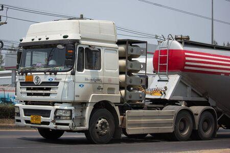 チェンマイ、タイ-2017 年 3 月 4 日: Pradung RIt Shacman トレーラー トラック会社。道路 no.121 チェンマイ、タイのダウンタウンから約 8 km での写真。
