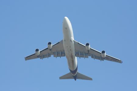 747 400: CHIANGMAI , THAILAND- JANUARY 4 2009: HS-TGO Boeing 747-400 of Thaiairway. Takeoff from Chiangmai airport to Bangkok Suvarnabhumi, thailand.