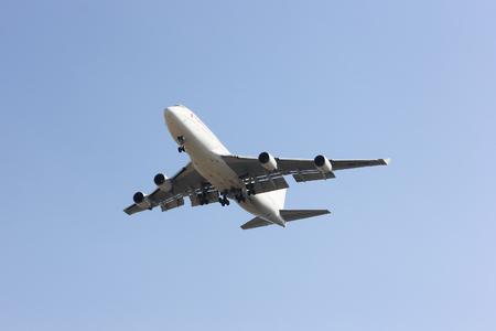 747 400: CHIANGMAI, THAILANDIA - 5 FEBBRAIO 2014: HS-STB Boeing 747-400 della compagnia aerea thailandese orientale (Low-cost Airline), in partenza dall'aeroporto di Chiangmai dall'aeroporto di Bangkok Don Muang, in Thailandia.