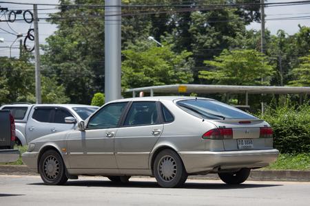 チェンマイ、タイ - 2017 年 8 月 28 日: 専用旧車、サーブ 900 小型高級車。チェンマイ市内への道 1001 の写真。