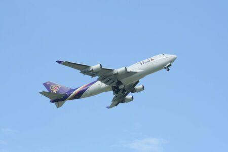 747 400: CHIANGMAI, THAILANDIA - 23 LUGLIO 2009: HS-TGB Boeing 747-400 di Thaiairway. Per l'aeroporto di Chiangmai volo e Bangkok Suvarnabhumi, Thailandia. Editoriali
