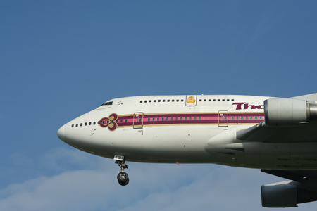 boeing 747: CHIANGMAI, THAILANDIA - CIRCA 2007: HS-TGH Boeing 747-400 di Thaiairway. Per l'aeroporto di Chiangmai volo e Bangkok Suvarnabhumi, Thailandia. Editoriali