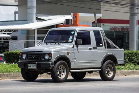 Chiang Mai, Thailand - 18 mei-2018: privéauto, Suzuki Caribian. Foto op weg nr. 1001 ongeveer 8 km van het centrum van Chiangmai, Thailand.