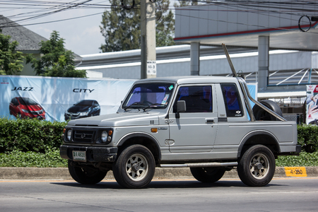 Chiang Mai, Thailand - 18 mei-2018: privéauto, Suzuki Caribian. Foto op weg nr. 1001 ongeveer 8 km van het centrum van Chiangmai, Thailand. Redactioneel