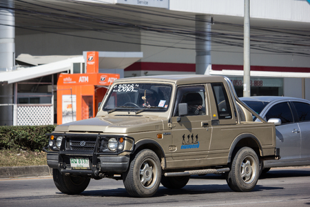 Chiangmai, Thailand - 25 December 2018: Privé-auto, Suzuki Caribian. Foto bij weg nr. 1001 ongeveer 8 km van het centrum van Chiangmai, Thailand.