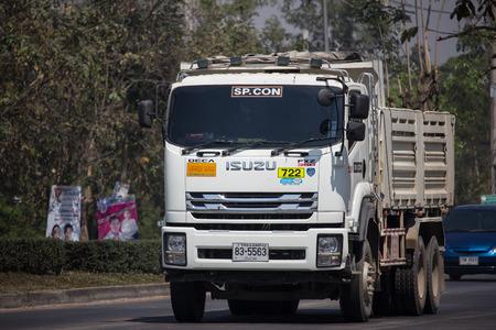 Chiangmai, Thaïlande - 25 février 2019 : Camion à benne basculante Isuzu privé. Sur la route n°1001 à 8 km du quartier des affaires de Chiangmai. Éditoriale