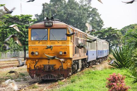 Chiangmai, Thailand - October 10 2012: Bird and Alsthom locomotive no.4403 for train no.51 from Bangkok to Chiangmai. Zdjęcie Seryjne - 122360899