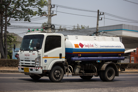 Chiangmai, Thailand - April 18 2019: Oil Truck of Boon ThaWee Maeram Oil transport Company. On Truck on road no.1001, 8 km from Chiangmai city. Redactioneel