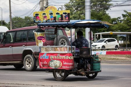 CHIANG MAI, THAILAND -FEBRUARY 8 2018:   Private Motorcycle, mobile sale shop. Photo at road no.121 about 8 km from downtown Chiangmai, thailand. Banque d'images - 127469694