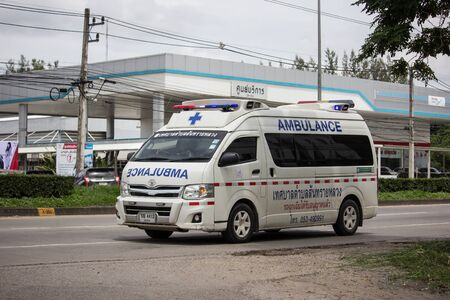 Chiangmai, Thailand - August 29 2019:  Ambulance van of Sansai Luang Subdistrict Administrative Organization. Photo at road no.121 about 8 km from downtown Chiangmai, thailand. 新聞圖片