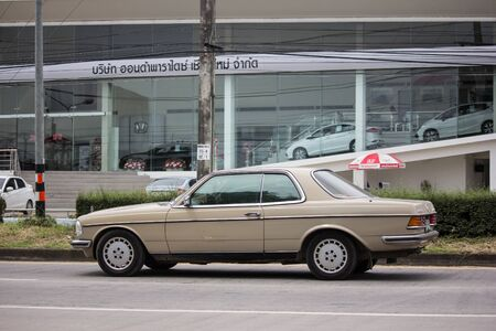Chiangmai, Thailand - September 19 2019: Private old car of Mercedes Benz 280 CE. Photo at road no.1001 about 8 km from downtown Chiangmai thailand. Redactioneel