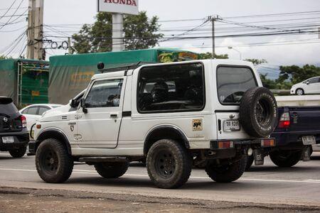 Chiangmai, Thailand-19 september 2019: privéauto, Suzuki Caribian. Foto bij weg nr. 1001 ongeveer 8 km van het centrum van Chiangmai, Thailand.