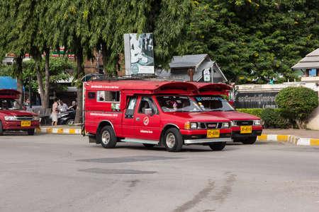 Chiangmai, Thailand -   October 10 2020: Red Mini Truck Taxi Chiangmai. Service inside Chiangmai City. Photo at Main Bus Station of Chiangmai. 新聞圖片