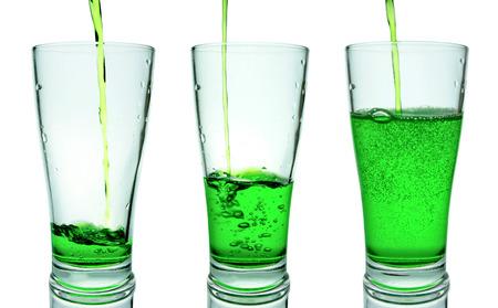 vasos de agua: Verter en un vaso y verde