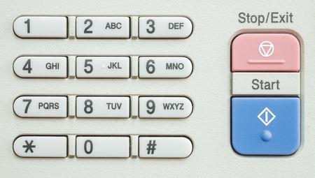 fotocopiadora: Primer teclado numérico superficie en la vieja fotocopiadora en la oficina con textura de fondo