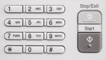 fotocopiadora: Primer teclado numérico superficie en la vieja fotocopiadora en el fondo de textura de oficinas en tono blanco y negro Foto de archivo