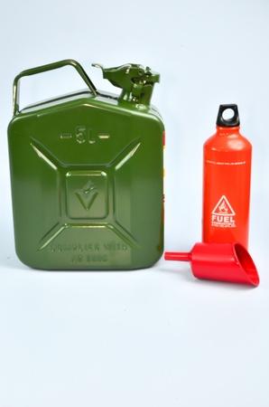aluminium: metal tank and aluminium can for store gasoline