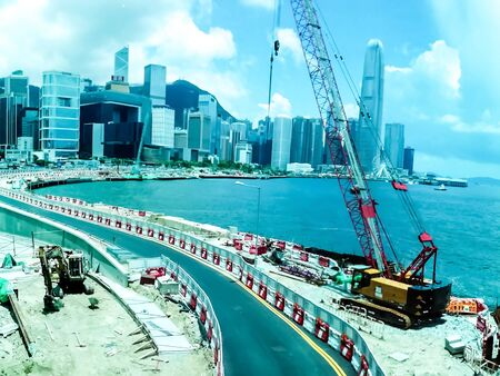 Highway construction projects in the capital. The construction of the center in a building surrounded by sea, road closures and a huge crane. Banco de Imagens