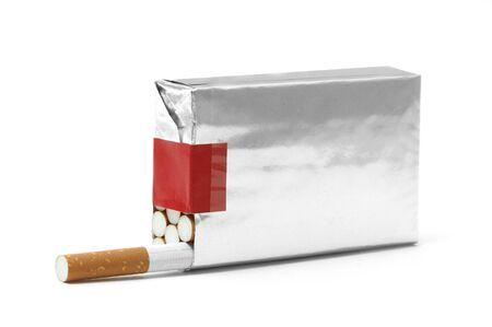 tabaco: cigarros rap� paquete sobre un fondo blanco  Foto de archivo