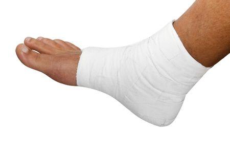 curitas: un pie vendado sobre un fondo blanco Foto de archivo