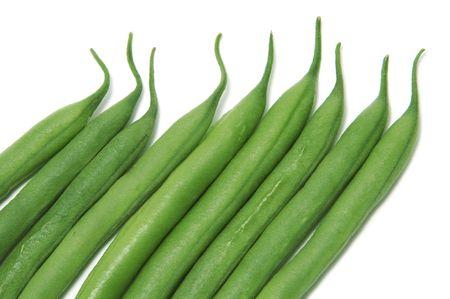 green beans: un mont�n de frijoles franc�s aislado en un fondo blanco  Foto de archivo