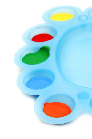 pintura roja, verde, azul en una paleta sobre un fondo blanco y yeloww Foto de archivo - 6636609