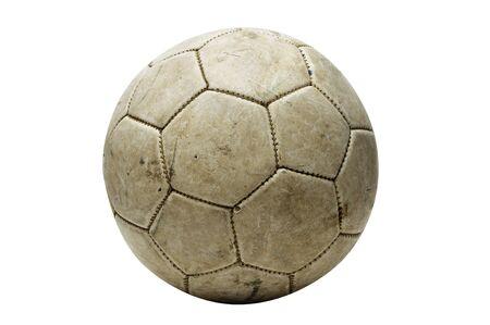 old macro: una pelota de cuero viejo aislado en un fondo blanco
