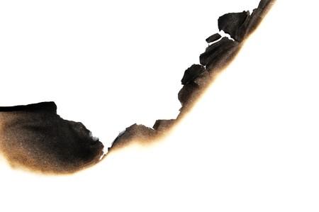 papel quemado: papel quemado aislado en un fondo blanco