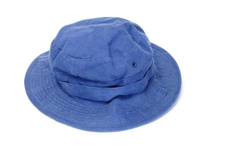 insolaci�n: un sombrero de cubo azul aislado en un fondo blanco  Foto de archivo
