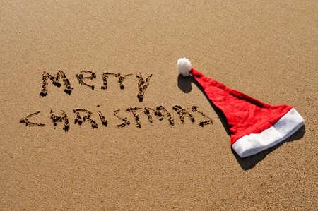 sentencia: frase feliz Navidad escritos en la arena
