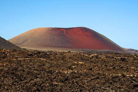 timanfaya: vista de un volc�n en el Parque Nacional de Timanfaya, Lanzarote, Islas Canarias, Espa�a