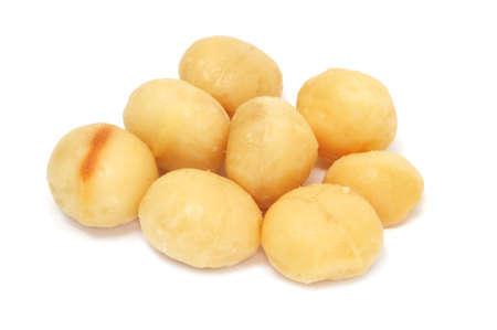 macadamia: noix de macadamia isol� sur un fond blanc Banque d'images