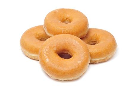 una pila de donuts sobre un fondo blanco