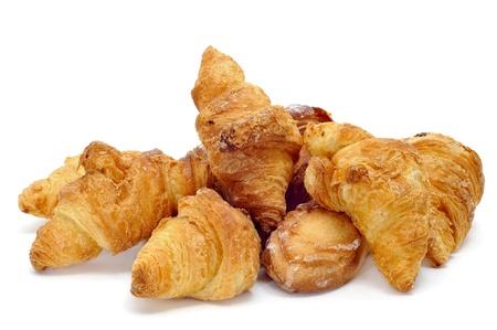 pasteleria francesa: una pila de croissants aislado en un fondo blanco Foto de archivo