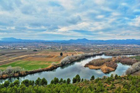 ebro: Fiume Ebro, Spagna, passando vicino a Mora la Nova e Mora d'Ebre Archivio Fotografico