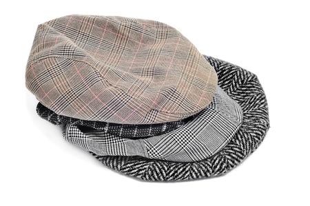 insolaci�n: Algunos gorras planas y bonnets aislados en un fondo blanco