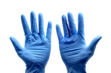 guanti infermiera: qualcuno indossa un paio di guanti chirurgici blu Archivio Fotografico